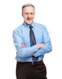 Homme d'affaires mûr avec les bras pliés photos stock