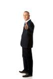 Homme d'affaires mûr faisant des gestes le signe correct Image libre de droits