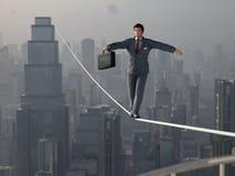 Homme d'affaires marchant sur Tightrope Photo libre de droits