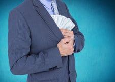 Homme d'affaires mettant des billets de banque du dollar dans la poche de coffre Photo stock