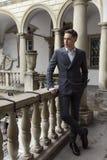 Homme d'affaires moderne Jeune homme s?r dans le plein costume photographie stock