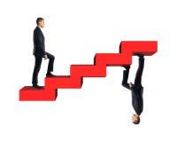 Homme d'affaires montant le modèle des escaliers rouges avec sa copie de miroir Photos stock