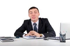 Homme d'affaires montrant la langue d'isolement sur le fond blanc Images libres de droits
