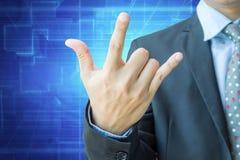 Homme d'affaires montrant le signe d'amour à la main avec le chemin de coupure Images stock