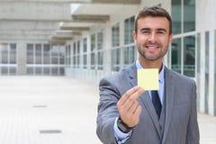 Homme d'affaires montrant une note d'isolement Images libres de droits