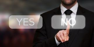Homme d'affaires n'appuyant sur aucun bouton photos stock