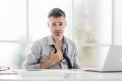 Homme d'affaires nerveux dans le bureau image libre de droits