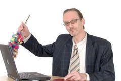Homme d'affaires nettoyant l'ordinateur portatif Photos stock