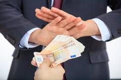 Homme d'affaires niant l'argent photo libre de droits