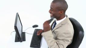 Homme d'affaires noir réussi clips vidéos