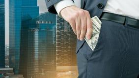 Homme d'affaires obtenant l'argent Images libres de droits