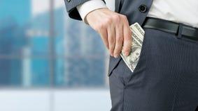 Homme d'affaires obtenant l'argent Photographie stock