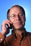 Homme d'affaires occasionnel sur le téléphone portable Photos libres de droits