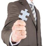 Homme d'affaires ou innovateur tenant le morceau de puzzle Photo libre de droits