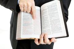 Homme d'affaires ou ministre - 3:16 de John Photos stock