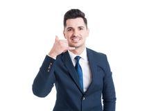 Homme d'affaires ou vendeur me faisant à l'appel geste photos stock