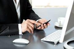 Homme d'affaires parlant au téléphone Photographie stock