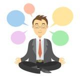 Homme d'affaires pensant pendant la méditation Homme d'affaires faisant le yoga Photographie stock libre de droits