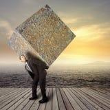 Homme d'affaires portant le paquet en pierre lourd Photographie stock libre de droits