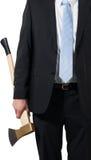 Homme d'affaires portant une hache pour faire le hachage Images libres de droits