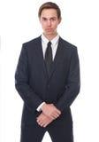 Homme d'affaires posant dans le costume formel noir avec le lien Images stock