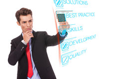 Homme d'affaires poussant le bouton digital des pratiques Image stock