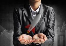 Homme d'affaires présent la fusée dans des mains Images libres de droits