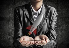 Homme d'affaires présent la fusée dans des mains Photo libre de droits
