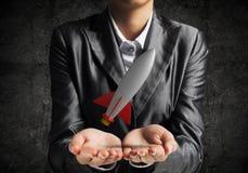 Homme d'affaires présent la fusée dans des mains Photographie stock libre de droits