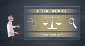 Homme d'affaires présent un concept d'avis juridique sur un écran de mur Photos stock