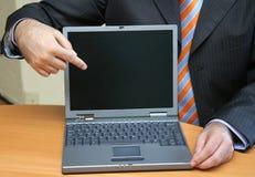 Homme d'affaires présent un logiciel neuf Images stock