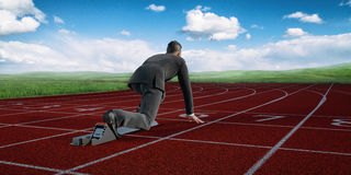 Homme d'affaires prêt à commencer la concurrence Photographie stock