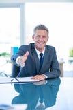 Homme d'affaires prêt à serrer la main Photo libre de droits