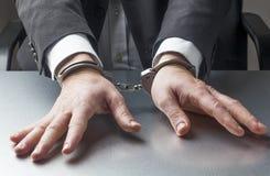 Homme d'affaires prenant trop de risques juridiques pour le travail Photo libre de droits