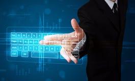 Homme d'affaires pressant le type virtuel de clavier Images libres de droits