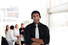 Homme d'affaires professionnel sur l'écouteur images stock
