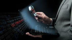 Homme d'affaires recherchant le virus Images stock