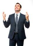 Homme d'affaires regardant au-dessus des doigts croisés Images libres de droits