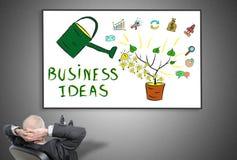 Homme d'affaires regardant le concept d'idées d'affaires image libre de droits