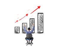 Homme d'affaires regardant le succès avec le concept de bénéfice Photographie stock libre de droits
