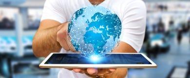 Homme d'affaires reliant différents endroits du monde Image libre de droits