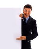 Homme d'affaires remettant une carte de visite professionnelle vierge de visite au-dessus de wh Photos stock