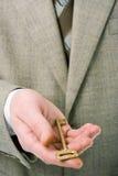 Homme d'affaires retenant la clé sur la réussite Image libre de droits