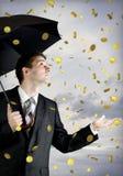 Homme d'affaires retenant un parapluie, chute d'argent Images libres de droits