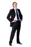 Homme d'affaires riant à l'extérieur fort photographie stock