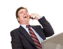 Homme d'affaires riant au téléphone Images stock