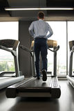 Homme d'affaires Running On Treadmill photos libres de droits