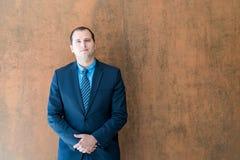 Homme d'affaires sûr bel Portrait Verticale d'un beau Photos libres de droits