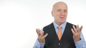 Homme d'affaires sûr Image lors de la réunion parlant et faisant des gestes photos libres de droits