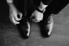 Homme d'affaires s'habillant avec le classique, élégant images stock